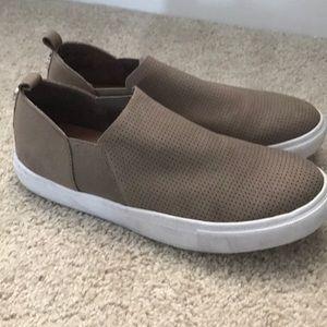 Steve Madden Slip On Tan Shoes